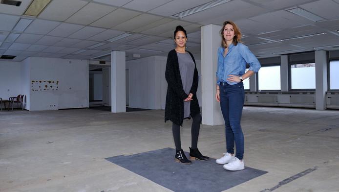 Kimberly Liauw en Wendy Gerards van Kwintes op een kantooretage waar prefab eenheden komen.