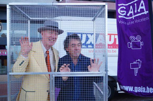 Herr Seele liet zich woensdagvoormiddag opsluiten in een kooi in Blankenberge om GAIA te steunen.