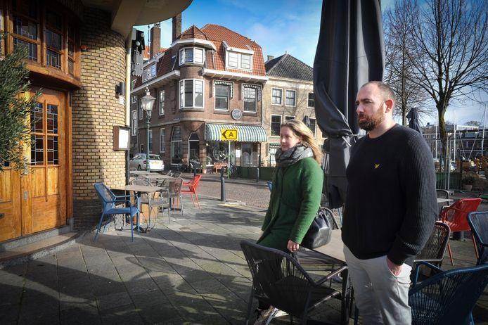 Regard Reuser en Melanie Schmidt van restaurant Finn's hebben bewakingsbeelden van twee vandalen de wereld in geslingerd.