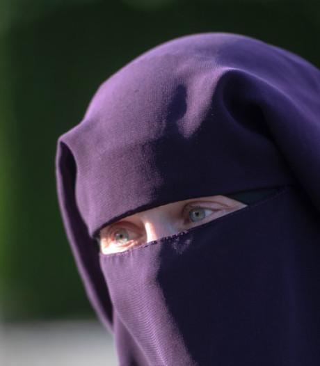 In bus geweigerde nikabdraagster Angela: Ik word bedreigd