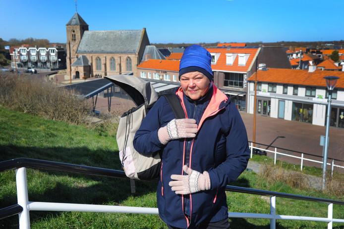 """Ingrid Mikus uit Bochum mist de terrassen en restaurants niet echt in Zoutelande. ,,De zee en de frisse lucht zijn belangrijker."""""""