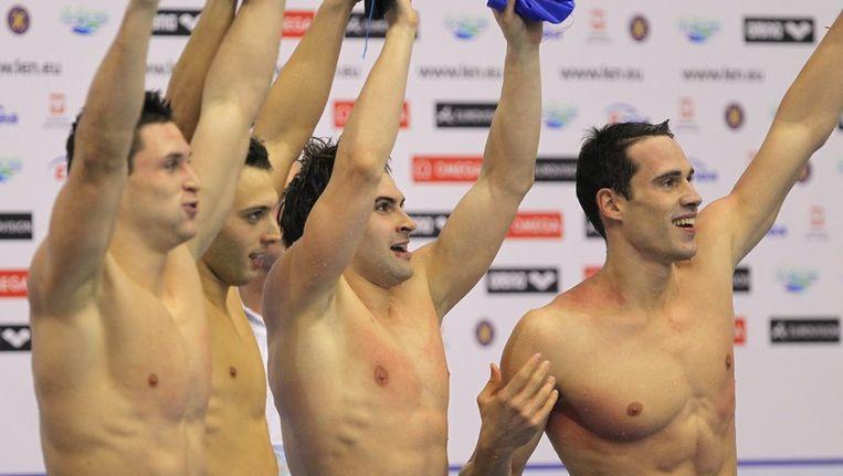De Italianen Mirco Di Tora, Fabrio Scozzoli, Paolo Facchinelli and Marco Orsi vieren het goud op de 4x50 meter wisselslag. Beeld epa