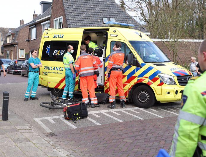 In Dongen werd een fietser geschept door een auto.