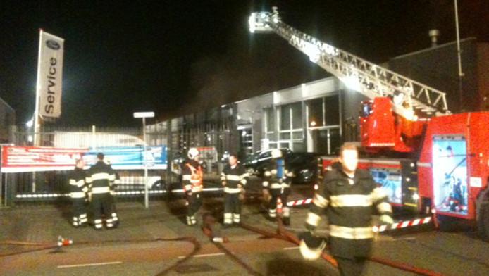 Grote brand in utrechtse ford garage utrecht for Garage ford maurecourt 78