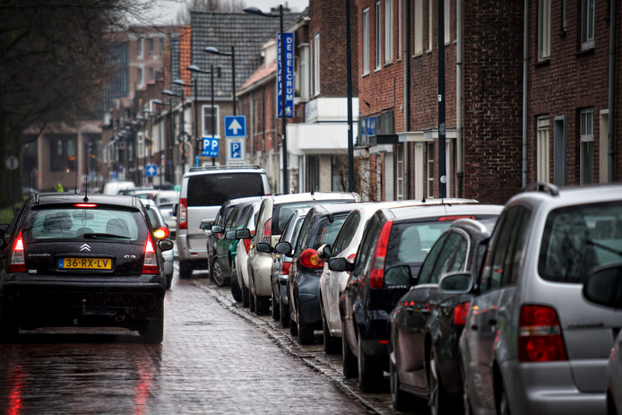 De Speelhuislaan in Breda, waar moet worden betaald om te mogen parkeren.