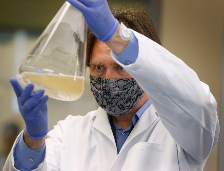 Thomas Ellison van het UC Davis Medical Center in Sacramento, Verenigde Staten, is een van de vele onderzoekers die volop jagen op een coronavaccin Beeld Hollandse Hoogte / Polaris Images