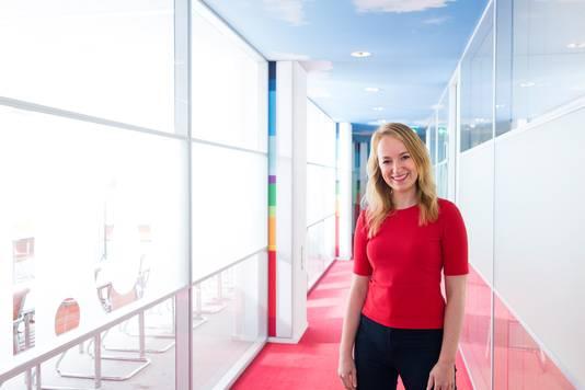 Corona Meerman op haar werk bij het NTI.