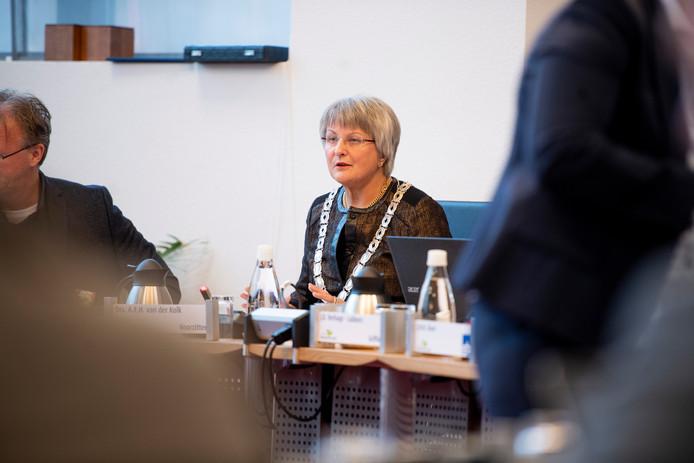Annelies van der Kolk als waarnemend burgemeester van de gemeente Twenterand. Van der Kolk is aangesteld als formateur in de gemeente Brummen.