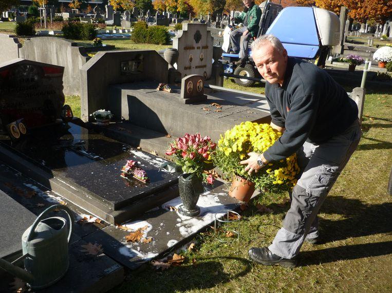 Leuvenaar Mark was één van de zevenhonderd gelukkigen die een gratis bloempothouder kon uitlenen.