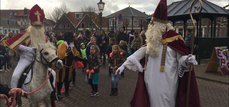 Grote en kleine Sinterklaas bezoeken Koudekerke