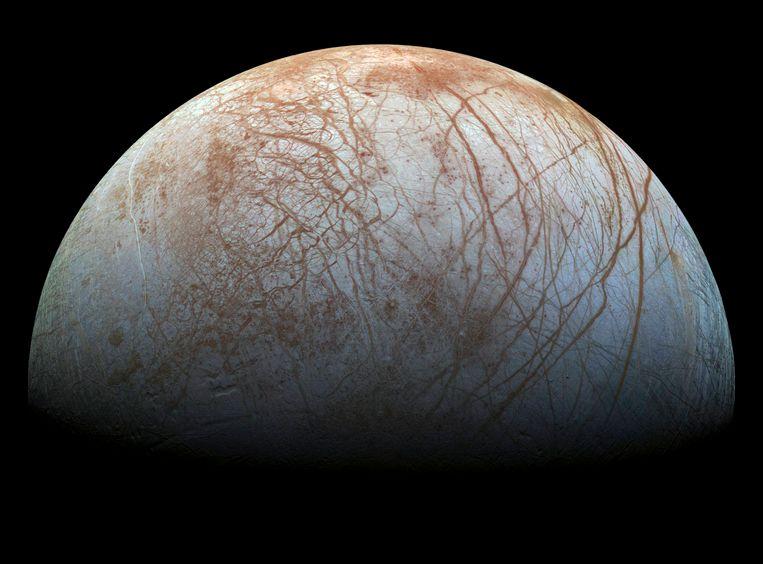 Een mozaïekbeeld van Jupiters ijsmaan Europa samengesteld uit beelden van NASAsonde Galileo.