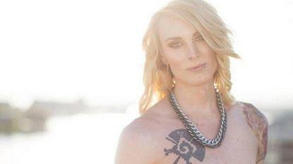 """Transgender daagt Facebook uit: """"Heb ik borsten?"""""""