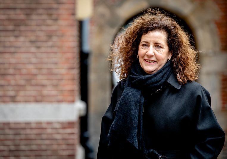 Minister Ingrid van Engelshoven van Onderwijs, Cultuur en Wetenschap komt aan op het Binnenhof voor de wekelijkse ministerraad.  Beeld ANP