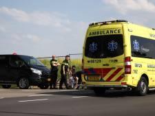 Politie geeft troostbeer aan geschrokken kind na ongeluk in Tiel