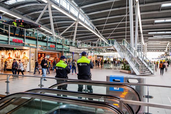 Politieagenten op station Utrecht CS