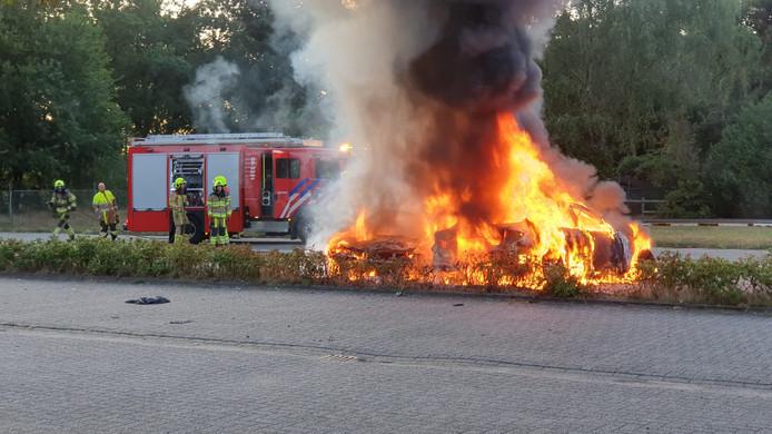 Twee auto's branden uit in Alverna.
