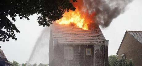 Blikseminslag veroorzaakt brand in huis in Cuijk