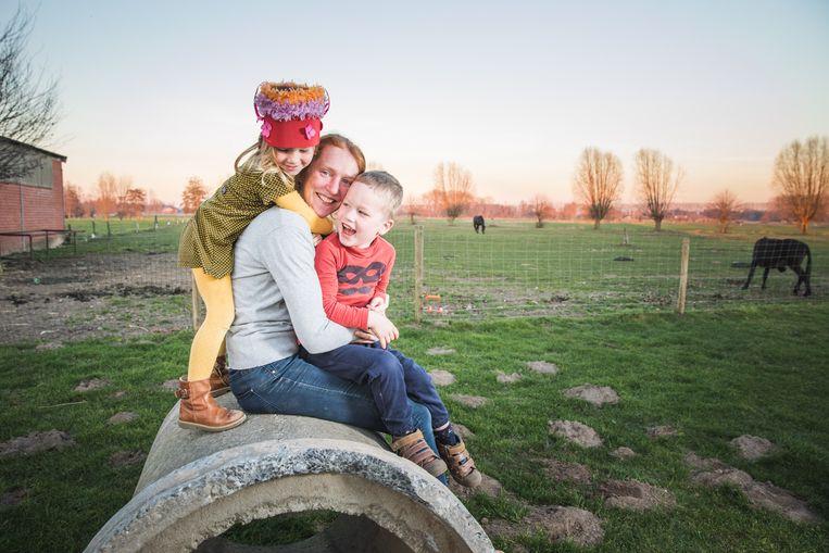 Kim Van de Steene (32) met haar schatties Roselien (3) en Jonas (4).