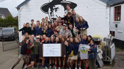 Jeugdbewegingen steunen elkaar: scouts schenkt 551 euro voor bouw nieuw Chiroheem