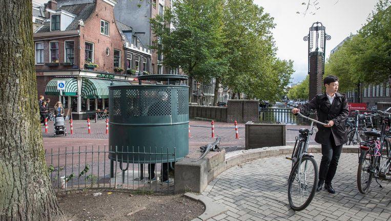 De piskrul op de hoek van het Kleine Gartmanplantsoen en de Leidsekruisstraat was de dichtstbijzijnde legale optie voor Geerte Beeld Dingena Mol