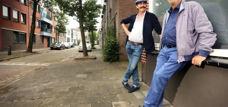 Stappen in de Damstraat : 'Je kon hier over de koppen lopen'