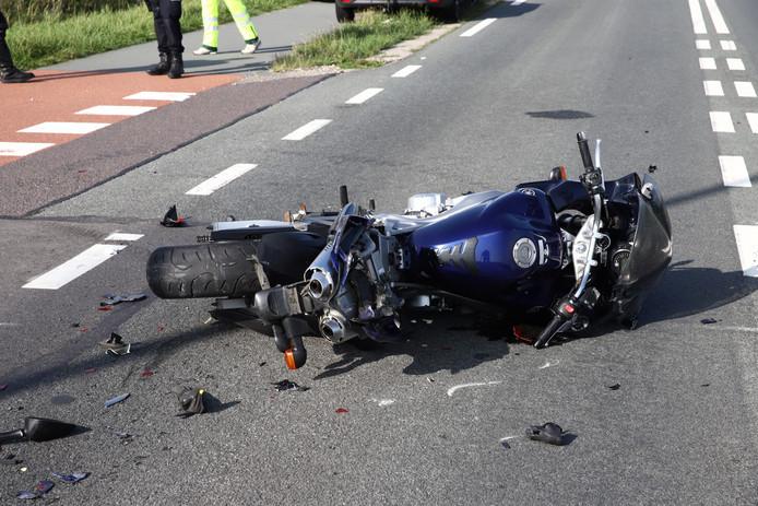 De motorrijder raakte ernstig gewond na het ongeluk bij Wamel.