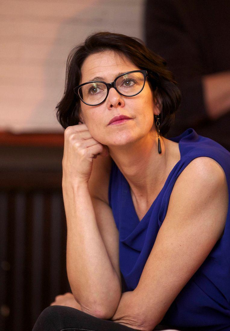 Kathleen Van Brempt (sp.a) vroeg Bart De Wever (N-VA) om bij de volgende besparingsronde het geld niet te zoeken bij het stadspersoneel.