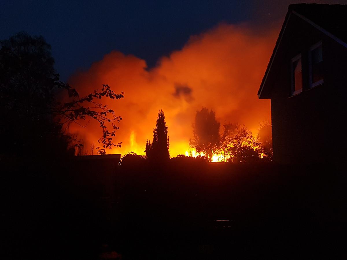 De vlammen grepen in Meppel snel om zich heen.