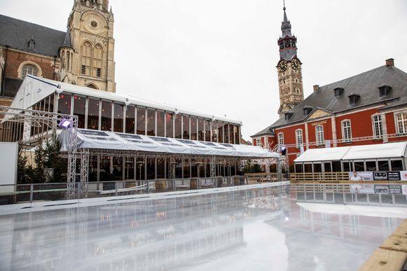 De ijsschaatsbaan op de Groenmarkt in Sint-Truiden.