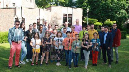 Sponsors schenken klarinetten aan Sinte Cecilia