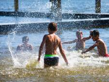 Gemeenten grijpen in om drukte bij zwemplassen te voorkomen: kom niet meer!