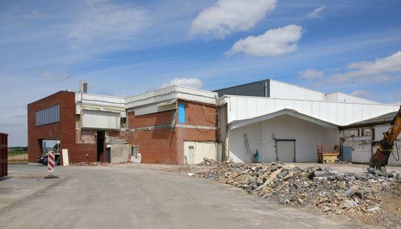 De werken aan het nieuwe gebouw van Kipco-Damaco slepen aan.