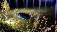Wéér zwaar ongeval langs Damse Vaart: chauffeur ontsnapt net op tijd uit zinkend wrak