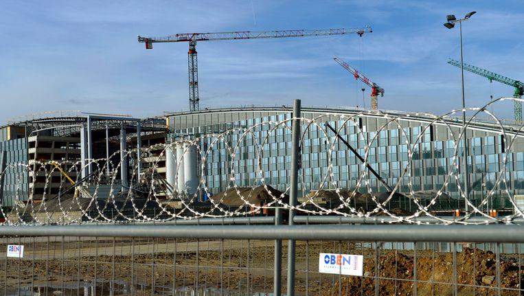 De bouw van het nieuwe NAVO-gebouw loopt vertraging op.