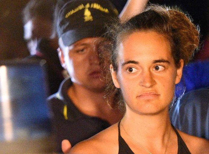 Carola Rackete, de Duitse kapitein van een reddingsschip van de ngo Sea Watch, botste eind vorige maand tegen een Italiaanse politieboot toen ze wou aanmeren in Lampedusa. Aan boord van de Sea Watch 3 zaten veertig geredde migranten. Rackete werd enkele dagen in hechtenis genomen.