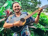 Deze Utrechter gaat viral met cover van Beatles vanaf balkon