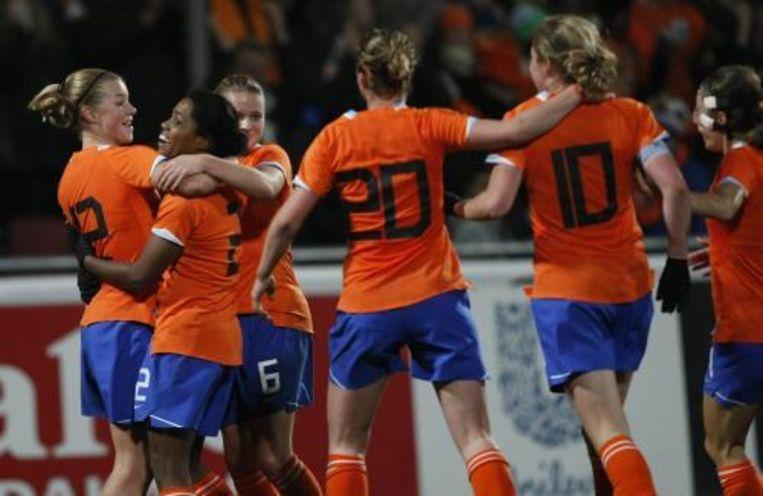 Vreugde bij de speelsters van het Nederlands vrouwen elftal na 2-0 door Karin Stevens. Foto ANP Beeld