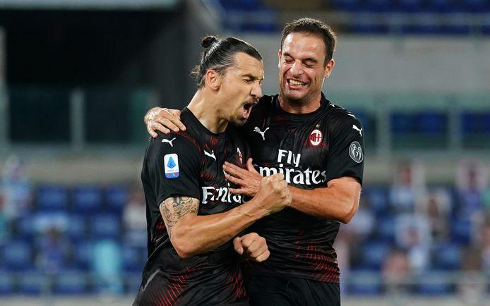 Zlatan Ibrahimovic viert zijn goal.
