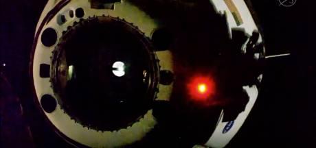 La capsule de SpaceX en route vers la Terre après avoir quitté l'ISS