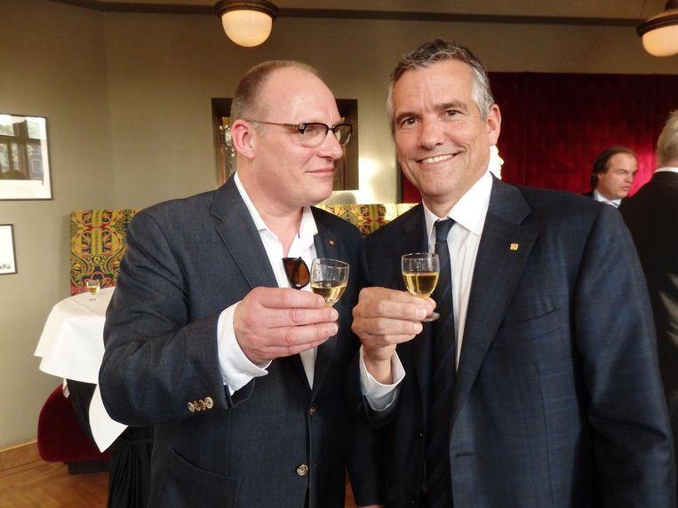 Mede-oprichter Peter Wybenga (l) en voorzitter Huub van Doorne: 'Eerst moet een kandidaat-ambassadeur nog de gelofte uitspreken. Tot die tijd ben je een gewone sterveling' Beeld Schuim