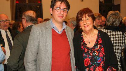 CD&V-voorzitster en boegbeeld Mia Snoeys-Hermans geeft de fakkel door aan haar zoon