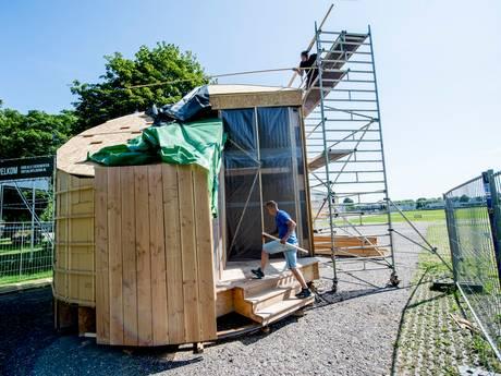 Tiny house onthuld op Zwitsalterrein Apeldoorn