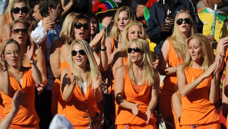 De spraakmakende actie van Bavaria, dat tijdens het WK voetbal in Zuid-Afrika met zijn Bavaria-babes meer aandacht trok dan de officiële bierleverancier Budweiser, heeft voor een kentering gezorgd in de advertentiewereld. Beeld ANP