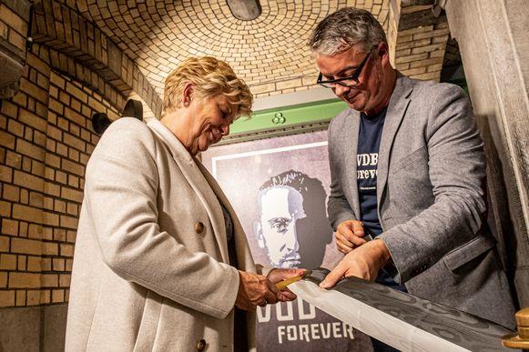 Chantal Vanruymbeke en Stijn Vanderhaeghe openen de expo officieel.