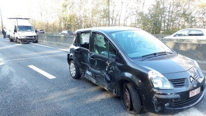 Auto aangereden door truck en bestelwagen op R0