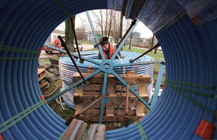 Materiaal ligt klaar voor de aanleg van kabels en buizen onder de grond. (foto ter illustratie)