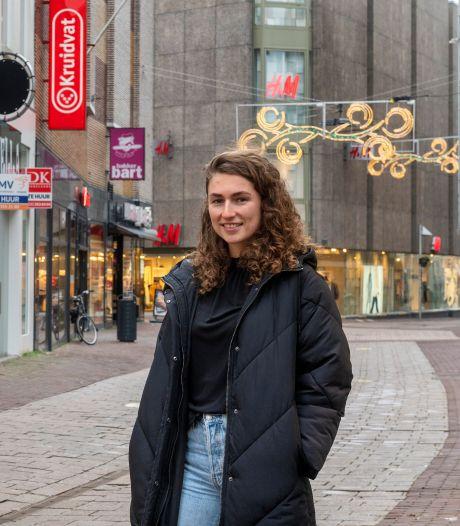 Manouk woont in de Arnhemse binnenstad: 'Het al maanden stil, alleen de straatmuzikant speelt onverstoorbaar door'