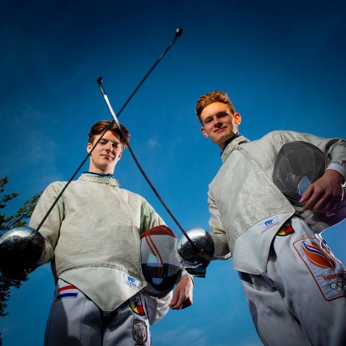 """Quinton Faas (links) en Dirk-Jan Bouwman komen tijdens het NK uit op het onderdeel sabel: ,,In Apeldoorn kunnen wij meer vrienden en bekenden laten zien wat wij kunnen op de loper."""""""