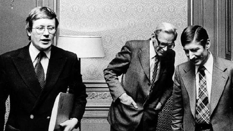 16 november 1977: Informateur Van der Grinten (midden) met CDA-leider Van Agt en diens collega Wiegel (VVD). Ook deze formatie verdeelde het CDA. (FOTO ANP ) Beeld