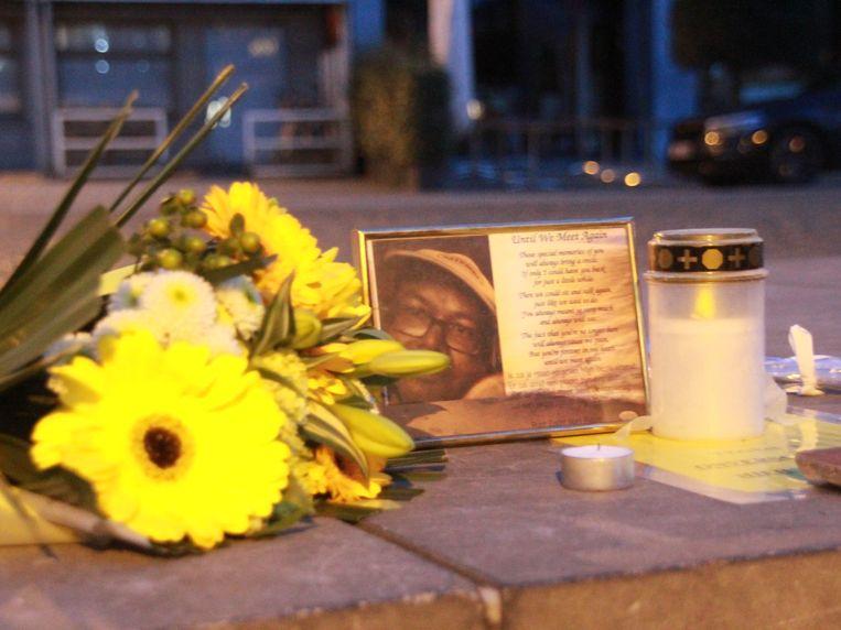 Op de plaats waar het drama zich voltrok, brandde een kaarsje bij een kadertje met daarin de foto van Bart Rigole.